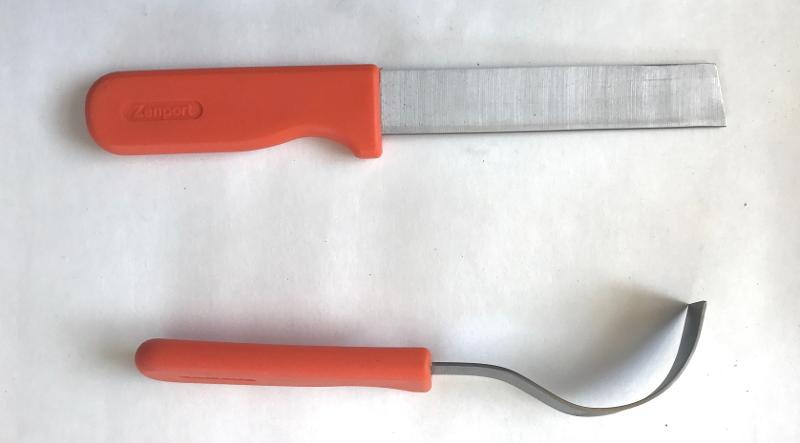 Straight and curved garden harvest knives